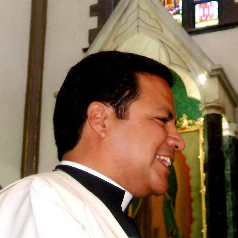 PADRE JOSE RODRIGO LOPEZ CEPEDA 02 parroquia delapaz